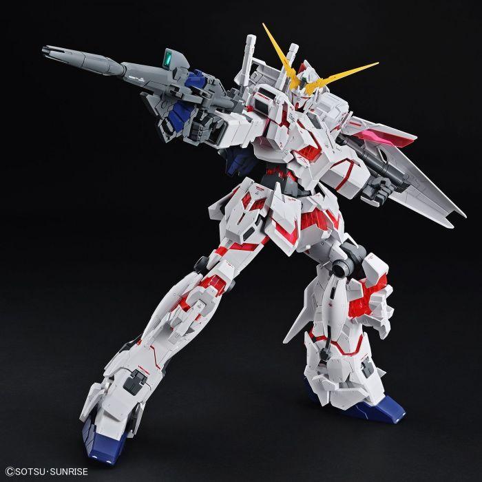 Mega Size Gundam Unicorn Pose 2