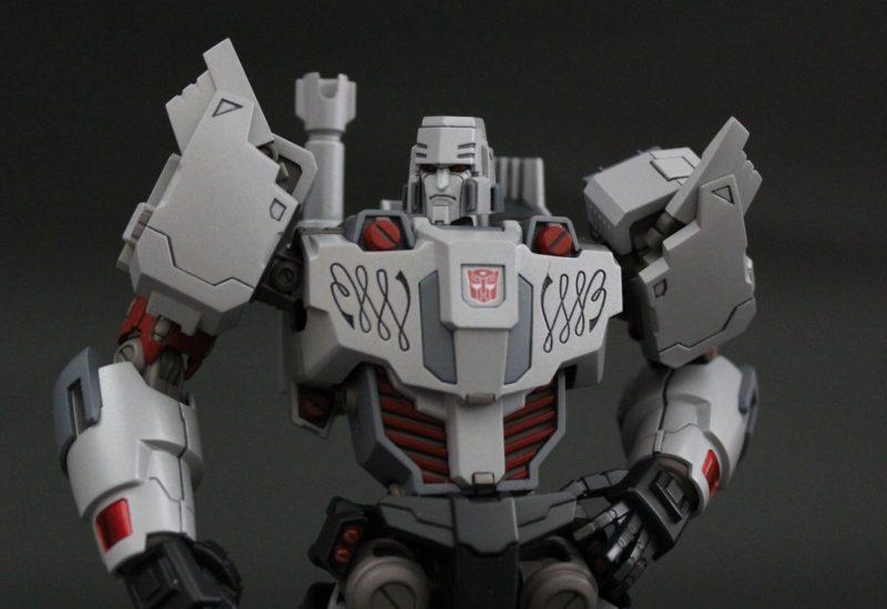 Megatron IDW Pose 4