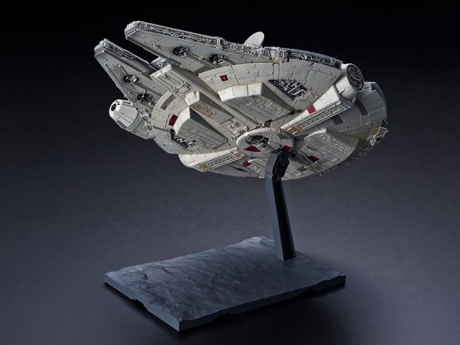 1/144 Millennium Falcon The Rise Of Skywalker Model Kit Pose 5