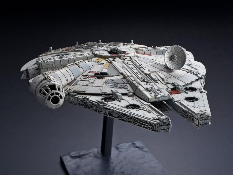 1/144 Millennium Falcon The Rise Of Skywalker Model Kit Pose 6