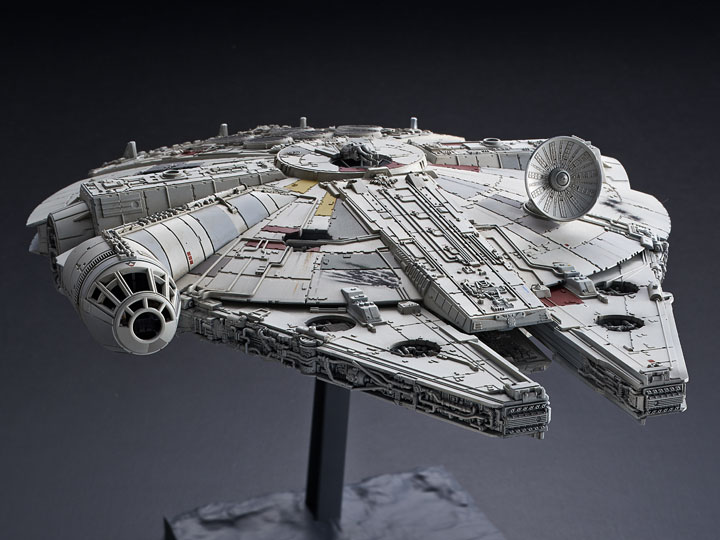 1/144 Millennium Falcon The Rise Of Skywalker Model Kit Pose 1
