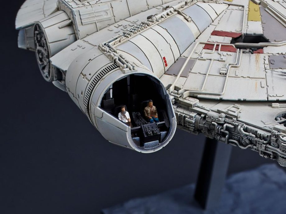 1/144 Millennium Falcon The Rise Of Skywalker Model Kit Pose 8