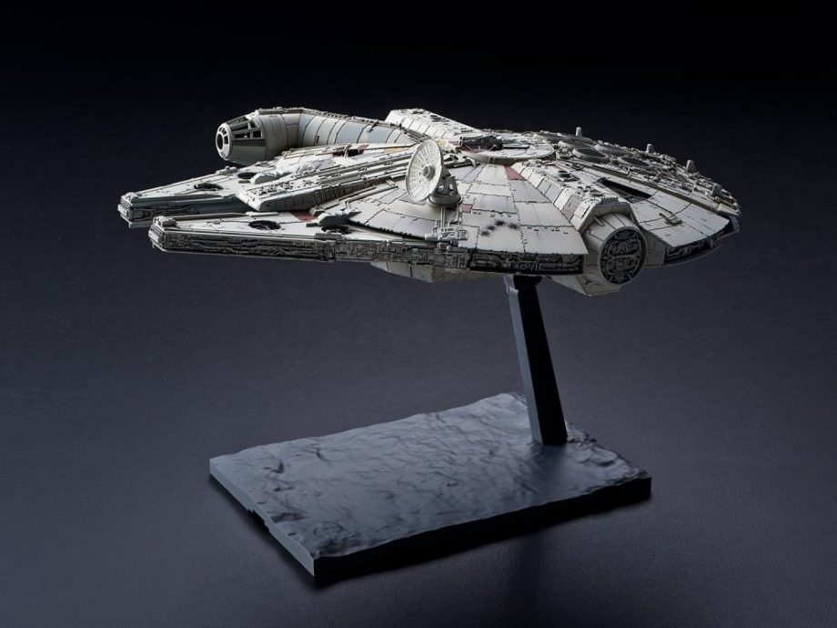 1/144 Millennium Falcon The Rise Of Skywalker Model Kit Pose 4
