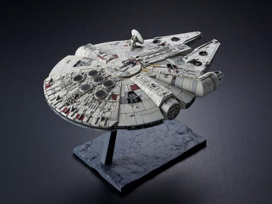 1/144 Millennium Falcon The Rise Of Skywalker Model Kit Pose 3