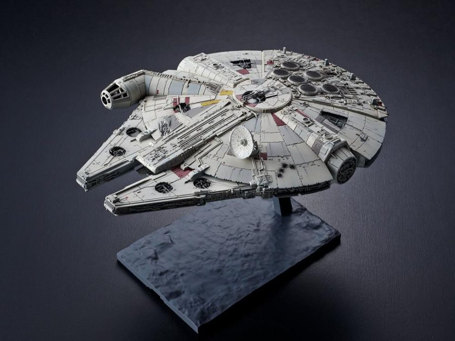 1/144 Millennium Falcon The Rise Of Skywalker Model Kit Pose 2