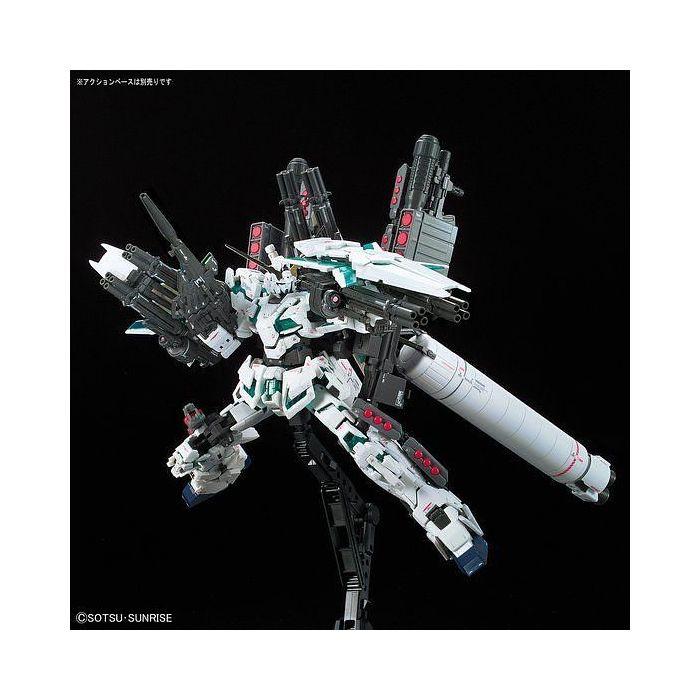 Real Grade Full Armor Unicorn Gundam Pose 9