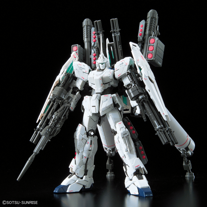Real Grade Full Armor Unicorn Gundam Pose 2