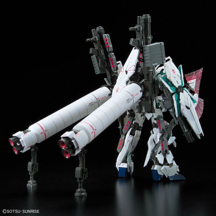 Real Grade Full Armor Unicorn Gundam Pose 3