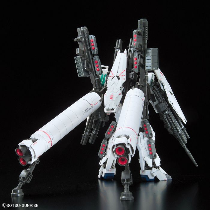 Real Grade Full Armor Unicorn Gundam Pose 4