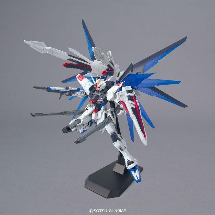 Master Grade Freedom Gundam Ver 2.0 Pose 5