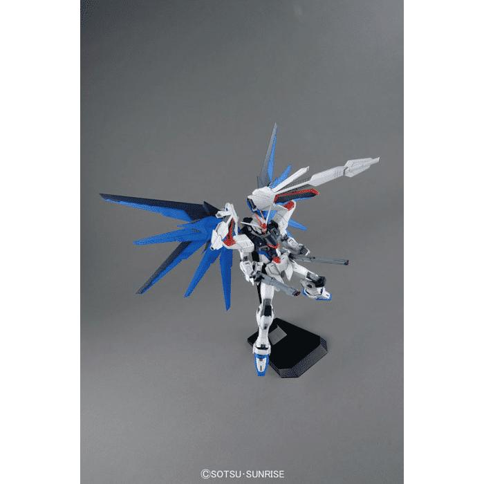Master Grade Freedom Gundam Ver 2.0 Pose 6