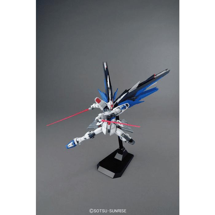 Master Grade Freedom Gundam Ver 2.0 Pose 8