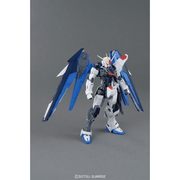 Master Grade Freedom Gundam Ver 2.0 Pose 9