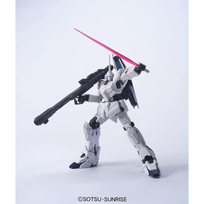 High Grade RX-0 Unicorn Gundam Unicorn Mode Pose 2