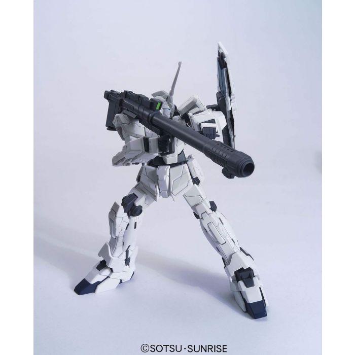 High Grade RX-0 Unicorn Gundam Unicorn Mode Pose 1